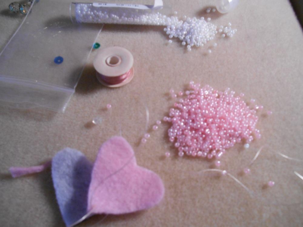Valentine heart  beaded pin  (1/6)