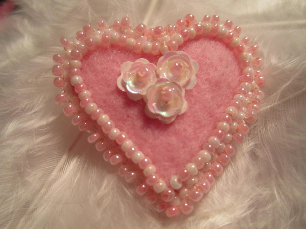 Valentine heart  beaded pin  (5/6)