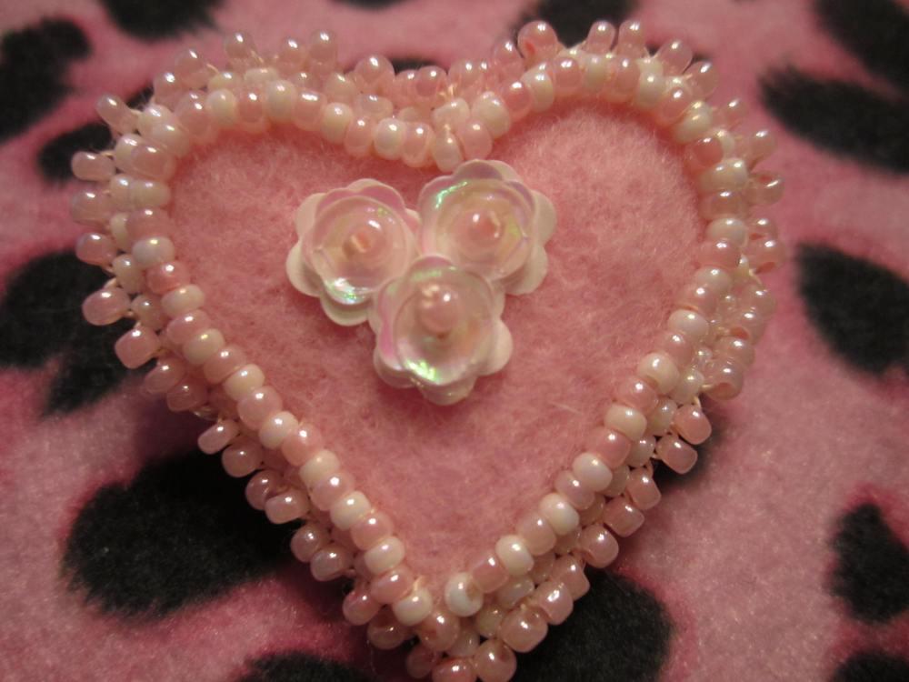 Valentine heart  beaded pin  (6/6)