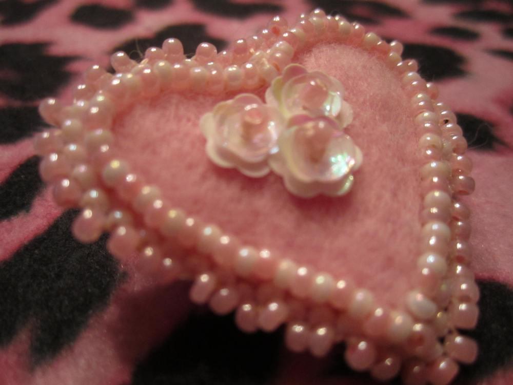 Beaded Valentine pin  (6/6)