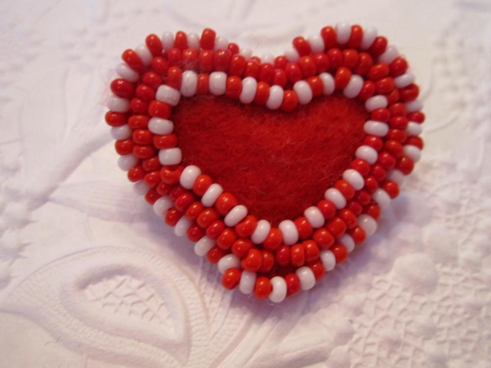 Felt heart pins continued !!  (1/5)