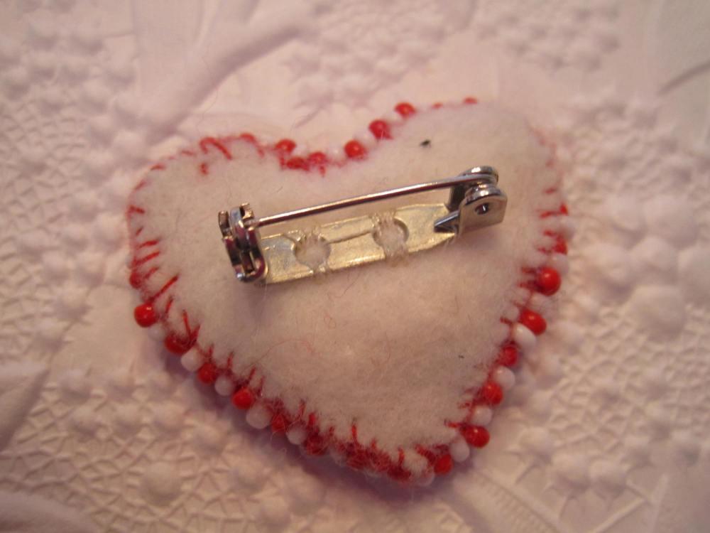 Felt heart pins continued !!  (2/5)