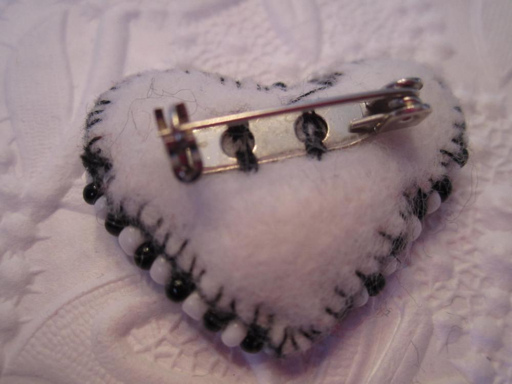 Felt heart pins continued !!  (4/5)