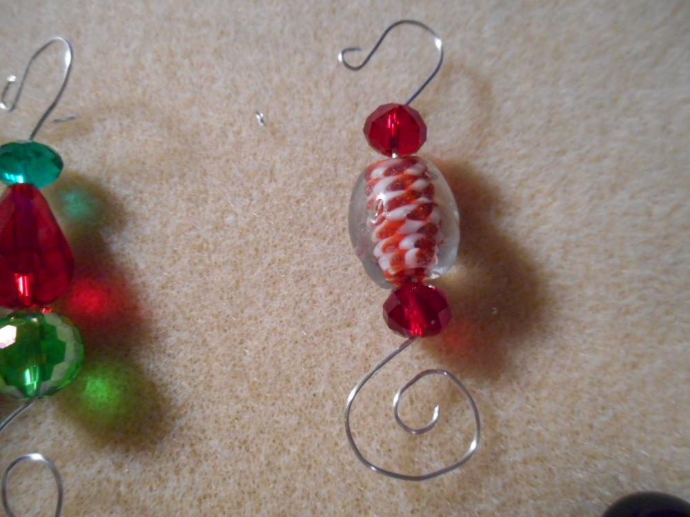 Christmas ornament hooks , with beads !!!! With tutorial (4/6)