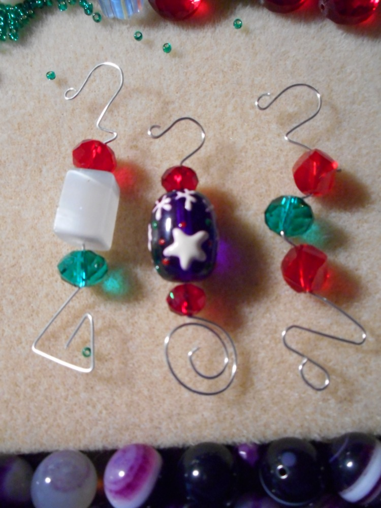 Christmas ornament hooks , with beads !!!! With tutorial (2/6)